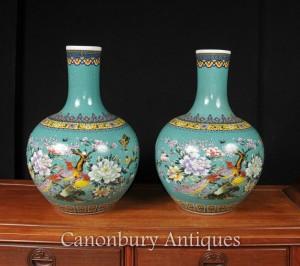 Pair Chinese Qianlong Porcelain Bulbous Vases Urns Bird of Paradise Shangping